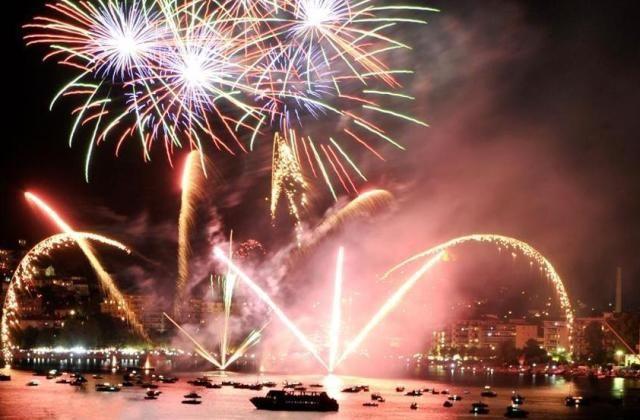 Lago Maggiore e d'Orta illuminati dai fuochi d'artificio