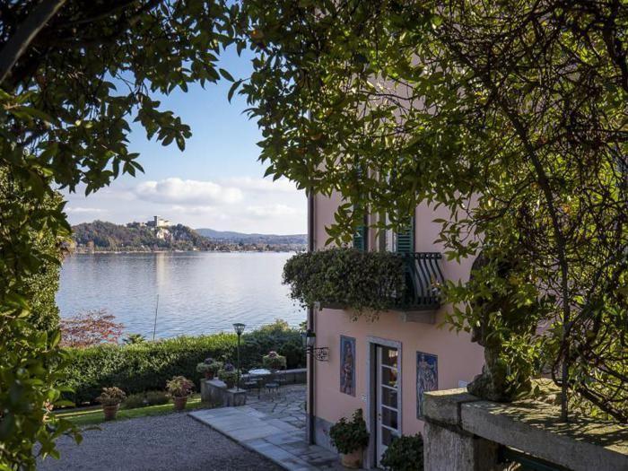 Lago Maggiore: Donatella Versace compra villa Mondadori
