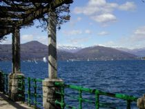 Arona along the lake