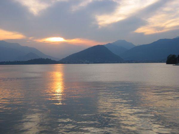 Laveno funivia e traghetti verbania orari for Cabine vicino al lago di conroe
